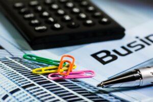 Redução de despesas corporativas