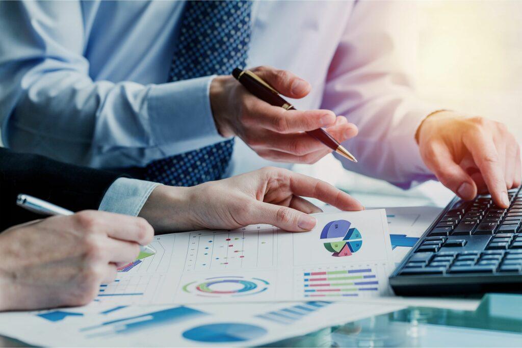 Controle de gastos corporativos a partir de sistemas inteligentes